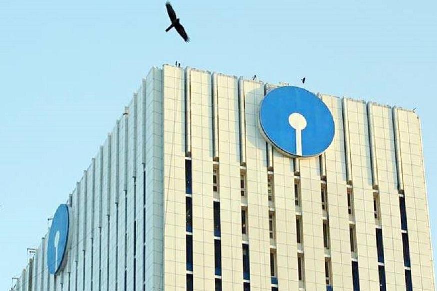 देश का सबसे बड़ा सरकारी बैंक SBI: एसबीआई देश का सबसे बड़ा बैंक है, जिसका पूरे देश में 22428 ब्रांच हैं. डिपॉजिट, एडवांस, बैंकिंग आउटलेट और कस्टमर्स एक्विजिशन के मामले में एसबीआई देश का सबसे बड़ा बैंक है. डिपॉजिट के मामले में बैंक का मार्केट शेयर 22.84 पफीसदी और एडवांस के मामले में मार्केट शेयर 19.92 फीसदी है.