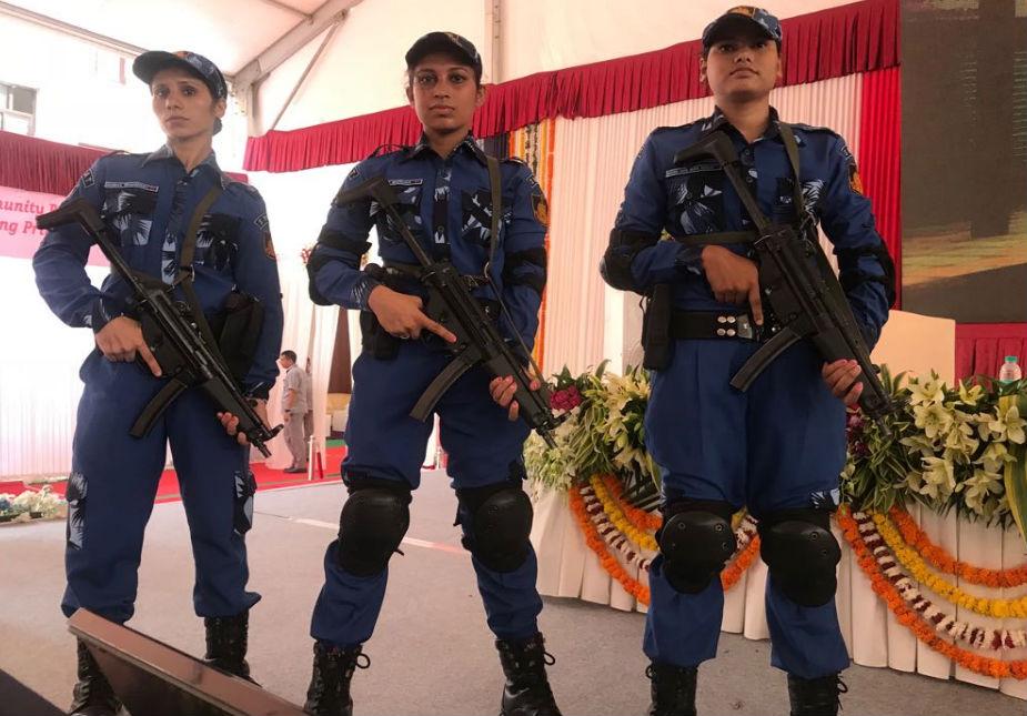 महिला स्वाट कमांडोमें असम से 13, मणिपुर से 5, अरुणाचल प्रदेश से 5, सिक्किम से 5, मेघालय से 4, नगालैंड से 2 और मिजोरम व त्रिपुरा से 1-1 कॉन्स्टेबल ली गई हैं. इन 36 महिला कमांडो को 15 महीने की खास और कड़ी ट्रेनिंग दी गई है. दिल्ली पुलिस कमिश्नर के मुताबिक महिला स्वाट कमांडो दस्ता पहली बार किसी राज्य पुलिस के बेड़े में शमिल किया गया है. इन्हें लाल किला, राजपथ, इंडिया गेट, कनॉट प्लेस, महत्वपूर्ण मंदिर, बड़े मॉल्स, संसद भवन जैसीसंवेदनशील जगहों पर तैनात किया जाएगा.ये महिला कमांडो राहत बचाव कार्य करने, आतंकियों की मूवमेंट समझने, उनको मार गिराने, दूर तक निशाना लगाने में माहिर हैं. इसके अलावा आग-पानी, फिदायीन हमले से भी निपट सकती हैं.