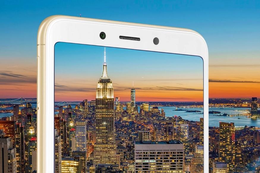 शियोमी ने 5 सितंबर को अपने Redmi 6 सीरीज के तीन स्मार्टफोन Redmi 6, Redmi 6A, Redmi 6 pro फोन लॉन्च किए थे. कंपनी ने इन फोन्स में कमाल के फीचर्स और स्पेसिफिकेशन दिए हैं. इन फोन्स के दाम भी काफी कम रखे गए हैं जिसे आप आसानी से खरीद सकते हैं. इन तीनों में से दो फोन अमेज़न इंडिया के लिए एक्सक्लूसिव हैं तो वहीं एक फोन फ्लिपकार्ट पर बेचा जाएगा. और इसी फोन में से एक Redmi 6A को आज यानी 26 सितंबर को Amazon पर 12 बजे सेल के लिए उपलब्ध कराया जा रहा है. फोन के साथ ऑफर भी पेश किए जा रहे हैं. आगे की स्लाइड में जानें क्या है ऑफर और कितने डिस्काउंट में ये हो सकता है आपका...