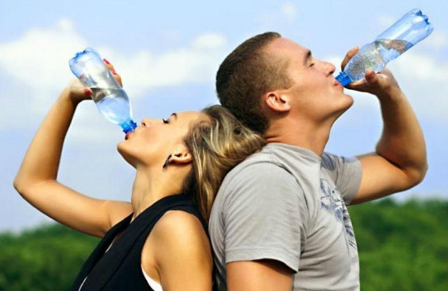 रोजाना गर्म पानी पीने से ब्लड सर्कुलेशन तेज होता है. सर्दी-जुकाम में रोज गुनगुना पानी से पीने से आराम मिलता है.
