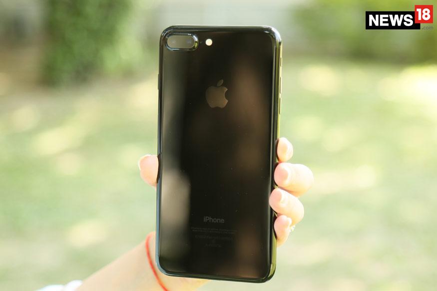 Apple iPhone 7 Plus (128GB)- पहले की कीमत: 72,060 रुपये, अब- 59,900 रुपये