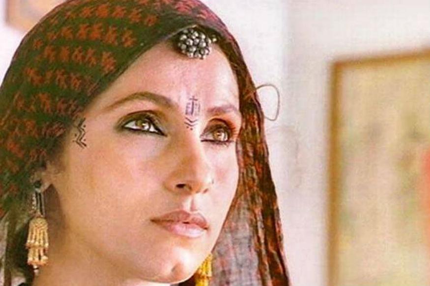 <strong>रुदाली:</strong> उनकी लोकप्रिय फिल्म रुदाली प्रसिद्व लेखिका महाश्वेता देवी द्वारा लिखी कहानी पर आधारित थी. फिल्म में मुख्य भूमिका डिम्पल कपाड़िया ने निभाई थी.इस फिल्म में उनके किरदार का नाम शनीचरी था, जो अपने पति की मौत के बाद अपने जीवन को चलाने के लिए लोगों के घर मौत पर मातम मनाने का काम करती है. फिल्म में राखी गुलजार ने डिम्पल के मां की छोटी सी भूमिका निभाई थी.