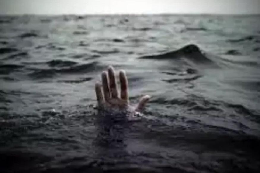 VIDEO: दो बच्चों की पानी में डूबने से मौत, मचा कोहराम