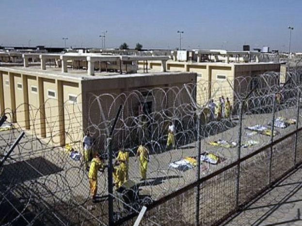अल हायर जेल, सऊदी अरब- सऊदी अरब की इस जेल को भी दुनिया की सबसे खतरनाक जेलों में से एक कहा जाता है. इस जेल में भी कैदियों के साथ ऐसा टॉर्चर किया जाता है कि वो अपनी जान खुद ही ले लेते हैं. एक रिपोर्ट के मुताबिक साल 2002 में जेल प्रशासन के टॉर्चर से तंग आकर कुछ कैदियों ने जेल में आग लगा दी थी, जिसमें लगभग 200 लोग मारे गए थे. (Image source- You tube).