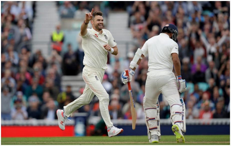 इंग्लैंड के तेज गेंदबाज़ जेम्स एंडरसन ने मौजूदा सीरीज में अब तक 16.95 के औसत से 21 विकेट अपने नाम किए हैं. यह इस सीरीज में किसी भी गेंदबाज़ का सर्वश्रेष्ठ प्रदर्शन है. जबकि ओवल टेस्ट में दो विकेट ( चेतेश्वर पुजारा और अजिंक्य रहाणे) लेने के साथ ही उन्होंने एक खास मुकाम हासिल कर लिया है.