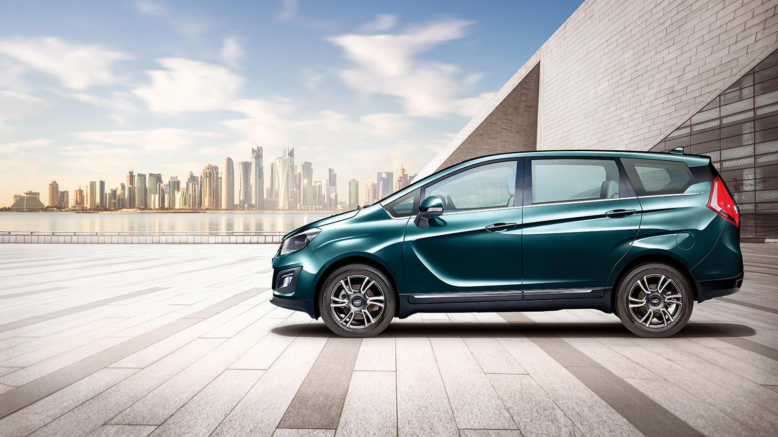 महिंद्रा एंड महिंद्रा (M&M) ने अपनी नई कार Marazzo MPV लॉन्च कर दी है. Marazzo MPV को M2, M4, M6 और M8 इन चार वैरिएंट में लॉन्च किया गया है.