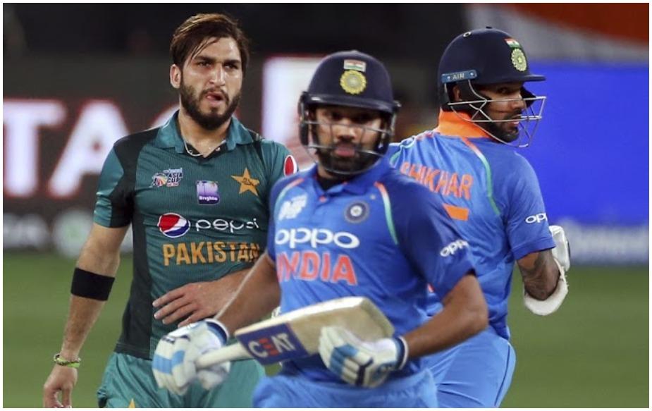 रोहित शर्मा एशिया कप में पाकिस्तान के खिलाफ सबसे ज्यादा रन बनाने वाले भारतीय बल्लेबाज़ बन गए हैं. उनके नाम 256 रन दर्ज हैं. इससे पहले विराट कोहली (255) रन सबसे सफल भारतीय बल्लेबाज़ थे.