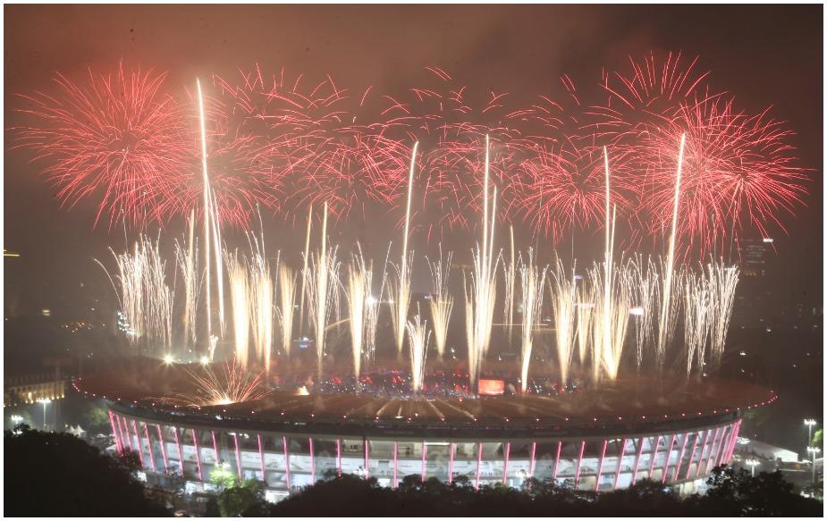 उम्मीद के मुताबिक समापन समारोह में गाने, नृत्य और पटाखों के कारण मजे की कोई कमी नहीं थी.