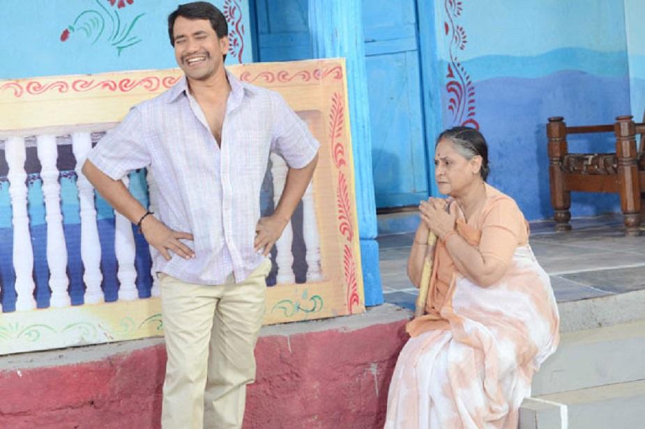 इस फिल्म में अमिताभ के साथ नजर आए थे भोजपुरी सिनेमा के सुपरस्टार दिनेश लाल यादव 'निरहुआ'. निरहुआ अमिताभ-जया के बेटे की भूमिका में थे.