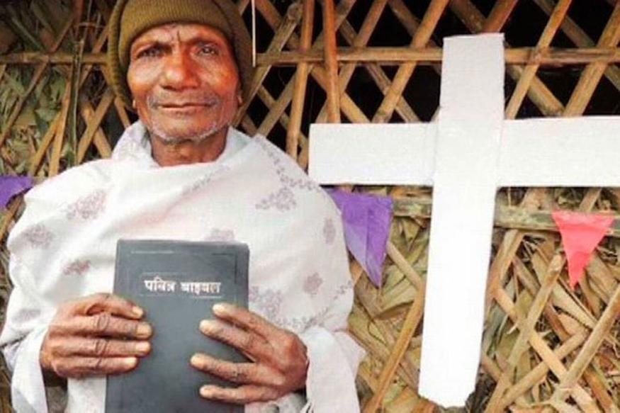 ''गोरखपुर में चल रहा है धर्मांतरण का खेल, मशिनरी पैसा देकर बना रही है ईसाई''