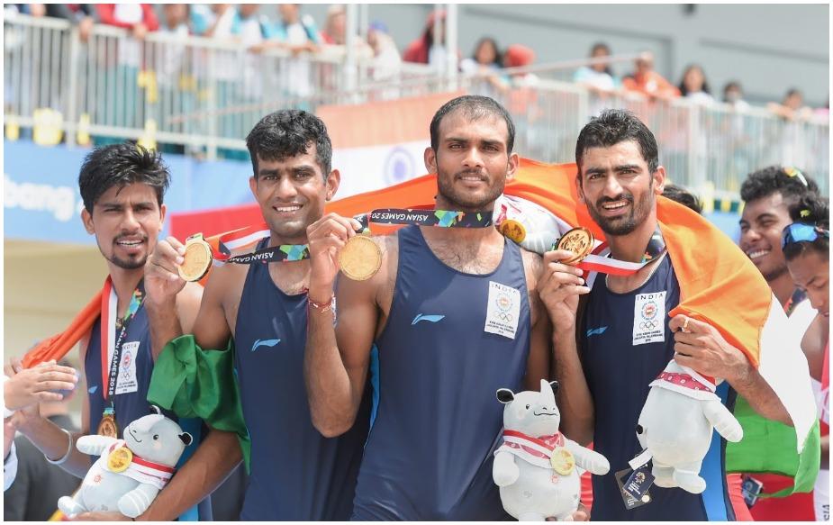 भारतीय नौकायन खिलाड़ियों ने 18वें एशियाई खेलों में चौकड़ी स्कल्स में ऐतिहासिक स्वर्ण पदक अपने नाम किया.