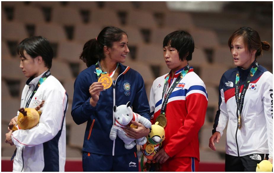 विनेश ने महिलाओं की 50 किलोग्राम फ्रीस्टाइल स्पर्धा के फाइनल में जापान की इरि युकी को मात देकर 18वें एशियाई खेलों में पहला स्वर्ण पदक हासिल किया. विनेश एशियाई खेलों में स्वर्ण पदक जीतने वाली भारत की पहली महिला पहलवान बनी हैं. इससे पहले उन्होंने 2014 में इंचियोन एशियाई खेलों में कांस्य पदक जीता था.