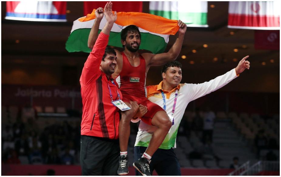 बजरंग पूनिया ने 18वें एशियाई खेलों में शानदार प्रदर्शन करते हुए पुरुषों की 65 किलोग्राम फ्रीस्टाइल स्पर्धा के फाइनल में जापान के दाइजी ताकातानी को 11-8 से मात देकर स्वर्ण पदक अपने नाम किया. बजरंग ने इंचियोन-2014 में खेले गए एशियाई खेलों में रजत पदक अपने नाम किया था. इस बार वह अपने पदक का रंग बदलने में सफल रहे.