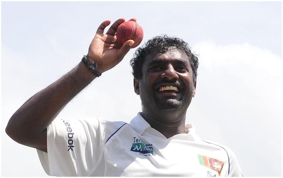श्रीलंका के महान स्पिनर मुथैया मुरलीधरन ने टेस्ट क्रिकेट में सबसे अधिक 800 विकेट लिए हैं. उन्होंने ऐसा 133 टेस्ट में 22.27 के औसत से किया है.