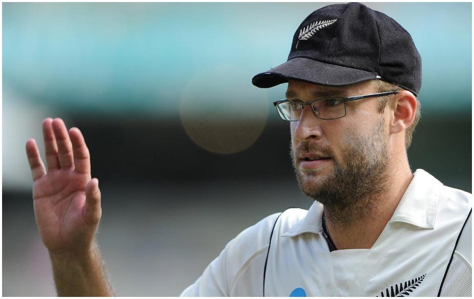 इससे पहले 2009 में डेनियल विटोरी ने नंबर 8 या फिर उससे निचले क्रम पर खेलते हुए भारत के खिलाफ 220 रन बनाए थे.