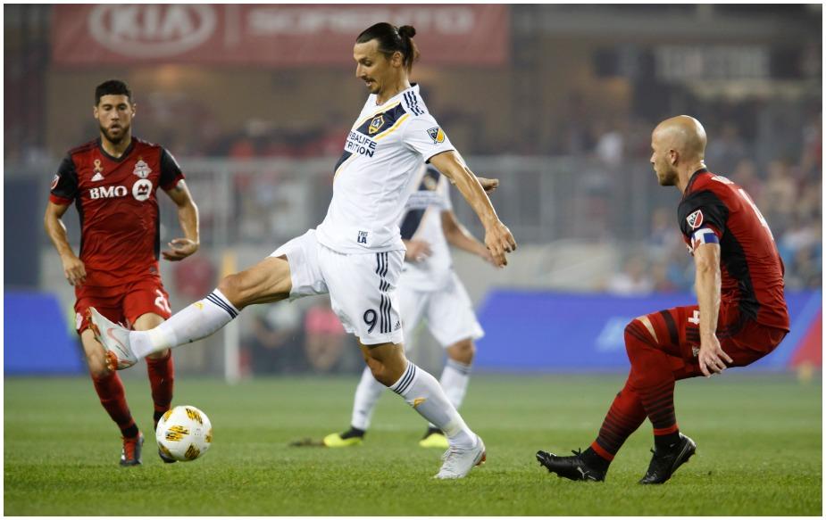 स्वीडन के स्ट्राइकर ज्लाटन इब्राहिमोविच ने अपने करियर का 500वां गोल दागा, लेकिन इसके बावजूद उनकी टीम टोरंटो एफसी पर जीत दर्ज करने में विफल रही.