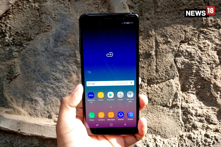 Amazon great indian festival sale की शुरुआत 10 अक्टूबर से हो चुकी है. सेल का आज चौथा दिन है. इसमें कई स्मार्टफोन कंपनियां अपने प्रोडक्ट्स पर बंपर डिस्काउंट, कैशबैक और एक्सचेंज ऑफर दे रही हैं. इस सेल को ध्यान में रखते हुए सैमसंग इंडिया ने अमेज़न के साथ पार्टनरशिप की है. तो अगर फोन खरीदने का मन बना रहे हैं और सैमसंग के महंगे गैलेक्सी सीरीज़ के फोन को महंगे होने की वजह से नहीं खरीद पाएं हैं तो अभी भी मौका है. सेल में Samsung Galaxy A8+ पर भारी डिस्काउंट दिया जा रहा है. आगे की स्लाइड में जानें क्या है पूरा ऑफर...