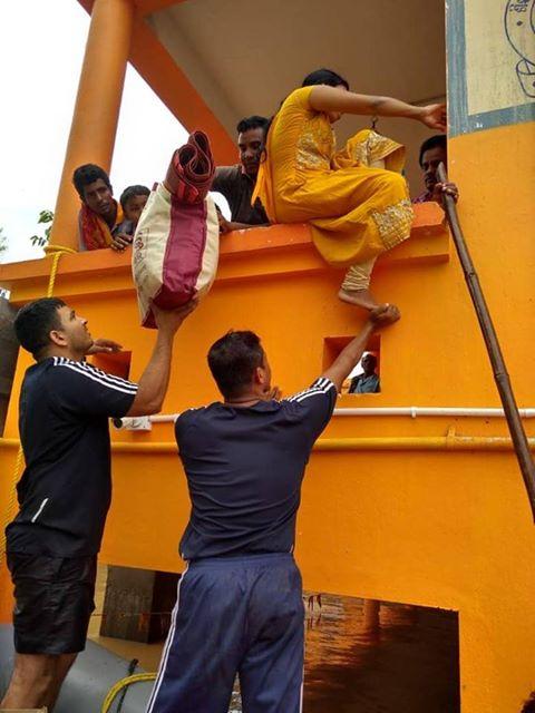 चक्रवात के कारण इन जिलों में तीन दिनों में सबसे ज्यादा बारिश हुई. बालासोर जिले के लोग भी बाढ़ से प्रभावित हुए हैं.