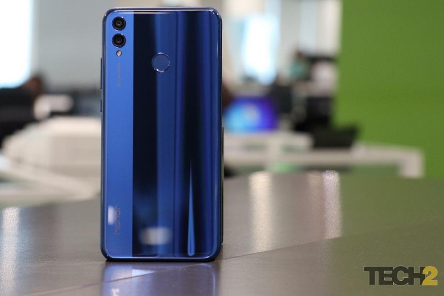 हुवावे के सब-ब्रैंड ऑनर ने 16 अक्टूबर को भारत में अपना लेटेस्ट स्मार्टफोन ऑनर 8X लॉन्च कर दिया है. इस फोन की सबसे खास बात इसका कैमरा और डिस्प्ले है. फोन में आर्टिफिशल इंटेलिजेंस और iPhone X जैसी नॉच डिस्प्ले दिया गया है. सेल के लिए इस फोन को 24 अक्टूबर से एक्सक्लूसिव तौर पर अमेज़न पर उपलब्ध कराया जाएगा.Photo: tech2/Kshitij Pujari