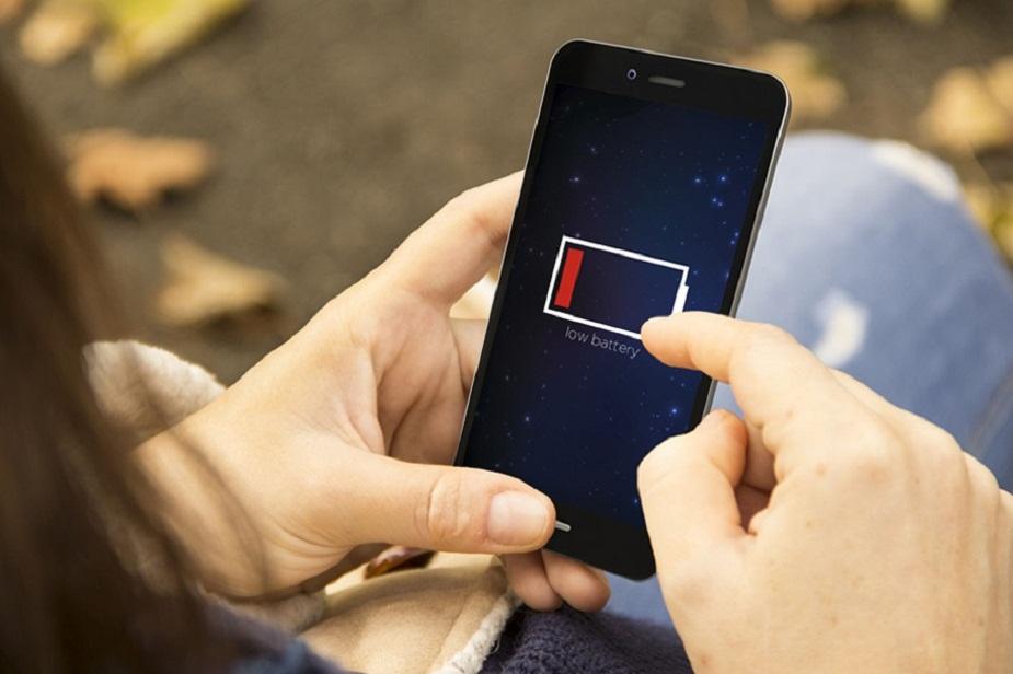 વધારાનું દબાણ અથવા વજન ન રાખો - તમારે તમારા ફોન પર વધારે દબાણ અથવા વજનથી બચાવવો જોઈએ. ક્યારેય એવું ન કરો કે તમે મોબાઇલને તમારી બેગમાં મૂકી દીધો છે અને તેના પર ભારે વસ્તુ મૂકો.