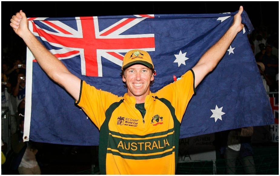 <br />ऑस्ट्रेलिया के महान तेज गेंदबाज़ ग्लेन मैक्ग्रा ने वनडे क्रिकेट में सात बार पांच या फिर उससे अधिक विकेट लेने का कारनामा किया है और अब वह पांचवें स्थान पर पहुंच गए हैं. मैक्ग्रा ने 250 वनडे में 22.02 के औसत से 381 विकेट अपने नाम किए.