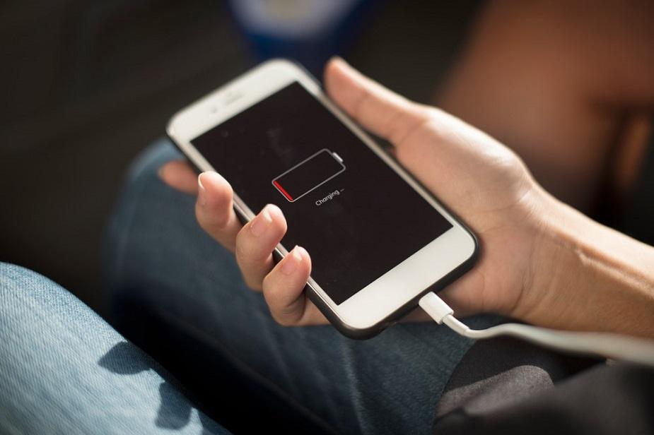 બેટરી ઓરિજનલ જ લગાવો- ચાર્જરની જેમ ઓજિનલ બેટરી પણ ખૂબ જ મહત્વપૂર્ણ છે. જો તમારે તમારા મોબાઇલની બેટરી બદલવી હોય તો કંપનીની જ બેટરી સામેલ કરો.
