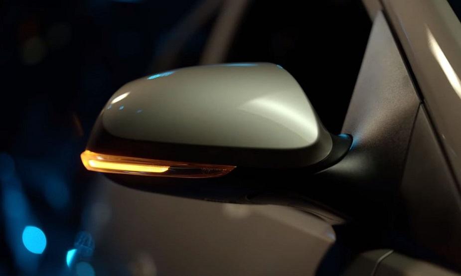 पेट्रोल से चलने वाली सैंट्रो 69PS का पावर और 99 Nm का पीक टॉर्क जेनरेट करेगी. इस कार में 5 स्पीड मैन्युअल या 5 स्पीड AMT गियरबॉक्स आएगा. कंपनी ने पेट्रोल इंजन में 20.3 किलोमीटर/लीटर के माइलेज का दावा किया है.