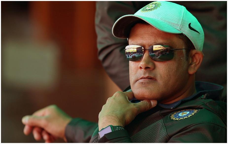 अनिल कुंबले को नवजोत सिंह सिद्धू ने 'जंबो' नाम दिया था. कुंबले के मुताबिक,'मेरा जंबो नाम किसी और ने नहीं बल्कि नवजोत सिंह सिद्धू ने रखा था. ईरानी ट्रॉफी के एक मैच में मैं रेस्ट ऑफ इंडिया की तरफ से कोटला में मैच खेल रहा था. वहीं सिद्धू मिडऑन पर फील्डिंग कर रहे थे. इस दौरान मैंने एक गेंद फेंकी जो टप्पा खकर तेजी से स्टंप में घुस गई, तब सिद्धू ने कहा ये तो 'जंबो जेट' है. इसके बाद जेट पीछे रह गया और जंबो की कहानी हर कोई जानता है.