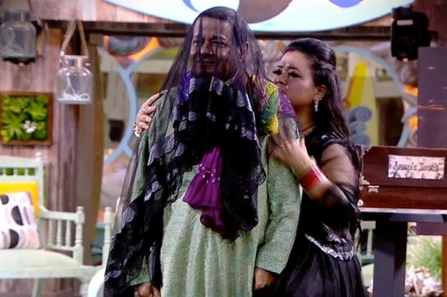 कुल मिलाकर उन्होंने अनूप और जसलीन की जोड़ी के साथ खूब मस्ती की. साथ-साथ उनकी टांग भी खींची क्योंकि यही तो भारती का काम है और इसके लिए वह जानी भी जाती हैं.