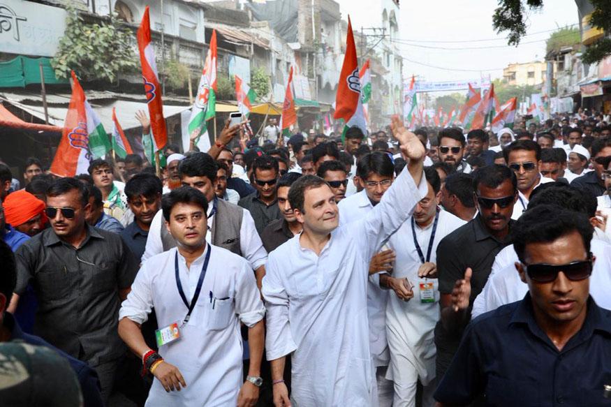 लोकसभा चुनाव 2019 से ठीक पहले वाले विधानसभा चुनावों की घोषणा हो चुकी है. इसमें मायावती के बाद अखिलेश यादव ने भी कांग्रेस से दूरी बढ़ा ली है, जबकि मध्य प्रदेश, छत्तीसगढ़, राजस्थान और मिजोरम में कांग्रेस को कमजोर नहीं माना जा सकता. एमपी, छत्तीसगढ़, राजस्थान में फिलहाल बीजेपी की सरकार है, लेकिन इनमें कांग्रेस भी सत्ता सुख भोग चुकी है. मिजोरम में कांग्रेस सत्तारूढ़ दल है.