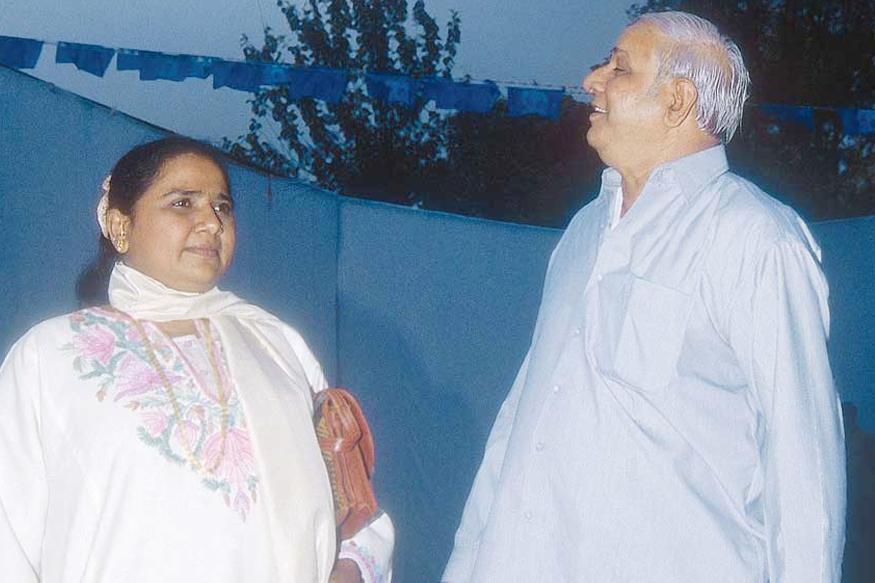 """""""यह उस वक्त की बात है जब यूपी में बसपा-भाजपा की मिलीजुली सरकार चल रही थी. उस वक्त दोनों दलों में अच्छे संबंध थे. वाजपेयी के ऑफर के बारे में खुद कांशीराम कहा करते थे."""" आखिर कांशीराम ने इतने बड़े पद का प्रस्ताव क्यों ठुकराया?"""