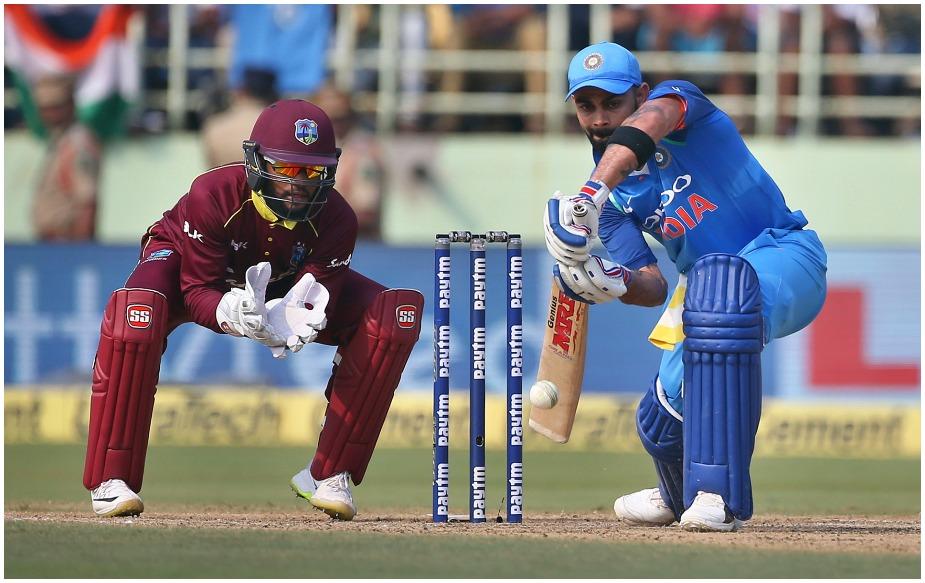 विराट कोहली ने अर्धशतक से पहले एक बड़ा वर्ल्ड रिकॉर्ड भी अपने नाम किया. विराट कोहली ने भारतीय सरजमीं पर अपने 4 हजार वनडे रन पूरे कर लिए. वो घरेलू सरजमीं पर सबसे तेजी से 4 हजार रन पूरे करने वाले बल्लेबाज बन गए. विराट ने महज 78 पारियों में ये कारनामा किया. इससे पहले एबी डिविलियर्स ने 91 पारियों में घरेलू सरजमीं पर 4 हजार वनडे रन पूरे किए थे.