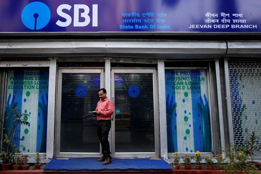 स्टेट बैंक ऑफ इंडिया (SBI) में आप 5 मिनट से कम में अपना बैंक अकाउंट खोल सकते हैं. वो भी घर बैठे. बस आपको अपने मोबाइल में SBI का Yono ऐप डाउनलोड करना होगा. SBI के Yono ऐप से आप बैंकिंग, इंश्योरेंस, इनवेस्टमेंट और डेली शॉपिंग जैसे जरूरी काम घर बैठे ही निपटा सकते हैं. SBI की इस सुविधा का नाम डिजिटल सेविंग्स अकाउंट है. यह SBI का जीरो बैलेंस अकाउंट है. यानी, इस खाते में आपको 31 मार्च 2019 तक कोई भी मिनिमम बैलेंस बनाए रखने की जरूरत नहीं होगी. यानी, आप जीरो बैलेंस रखकर भी यह खाता चला सकते हैं.