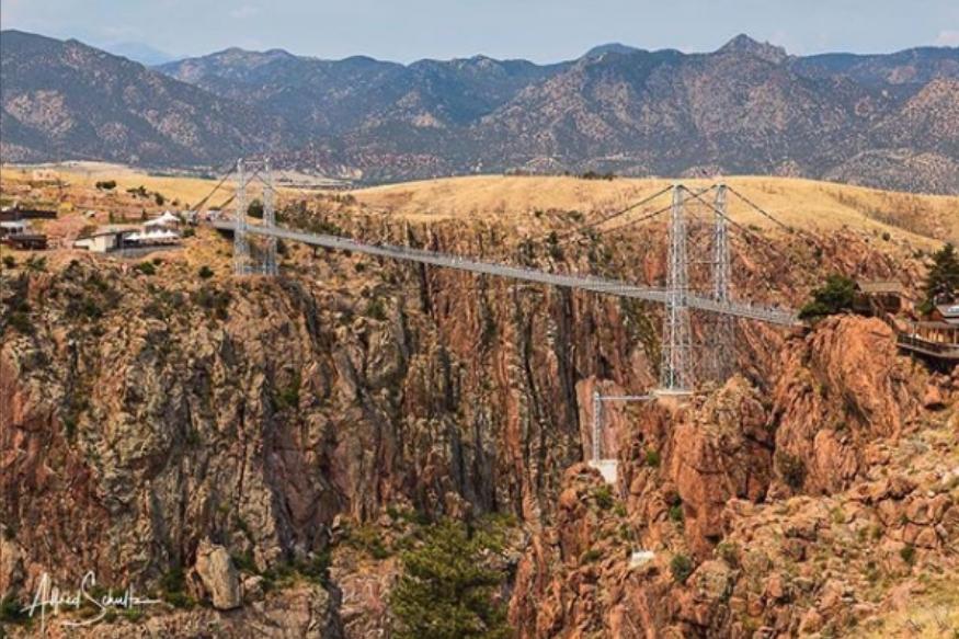 यह अमेरिका का सबसे ऊंचा सस्पेंशन ब्रिज रॉयल जॉर्ज सस्पेंसन ब्रिज है, जो 1053 फीट की ऊंचाई पर स्थित है.