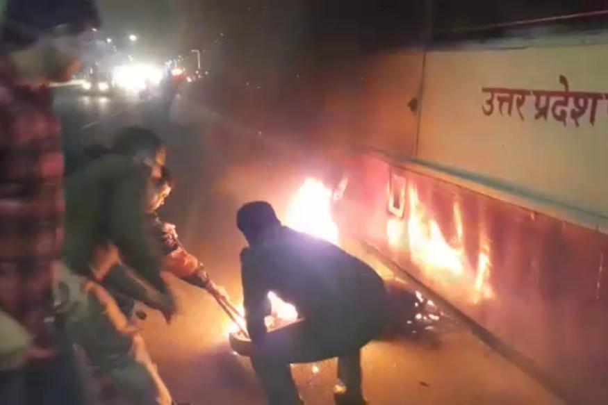 Image result for टक्कर के बाद बस के नीचे घुस गई जलती बाइक