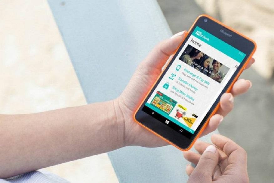 अगर आप कोई छोटी रकम का लोन लेना चाहते हैं तो आपके फोन की ऐप आपकी मदद कर सकती है. जी हां Mobikwik इंस्टेंट लोन ऑफर करता है जिसके ज़रिए कस्टमर्स महज़ 90 सेकेंड के अंदर लोन पा सकते हैं. कंपनी दावा करती है कि सिर्फ 90 सेकेंड में बाइक, मोबाइल जैसी चीज़ों के लिए 60,000 रुपये तक का इंस्टेंट लोन पा सकते हैं.