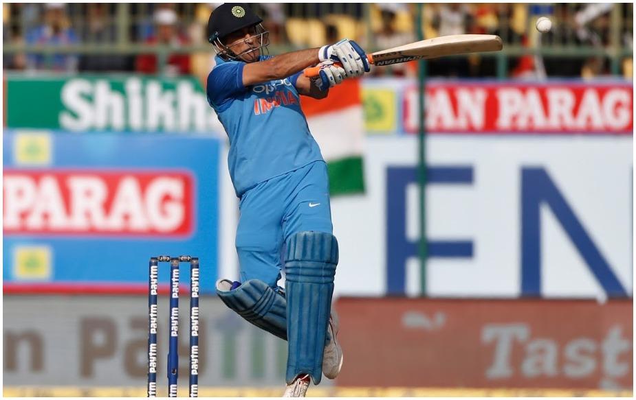 टीम इंडिया के लिए खेलते हुए वनडे में धोनी ने 9,999 रन बनाए हैं, जिसमें नौ शतक और 67 अर्धशतक शामिल हैं. जबकि इस दौरान उनका 49.74 रहा है.