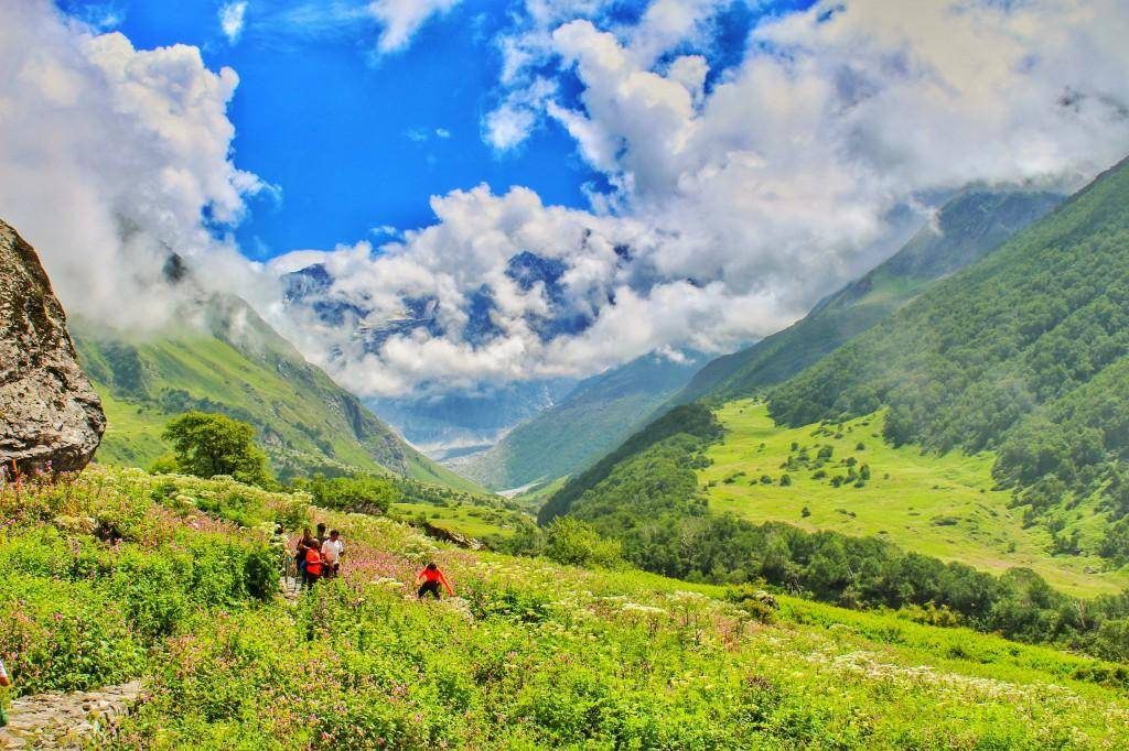 हिमालय के कुछ अनदेखे हिस्सों का दीदार करना हो तो प्रदेश के कांगड़ा वैली में बसे पहाड़ी गांव गुनेह का रुख कीजिए. कायनात की बेहिसाब खूबसूरती समेटे इस गांव में आपको वह सब मिलेगा जिसकी तलाश हर एक नेचर लवर्स को होती है.