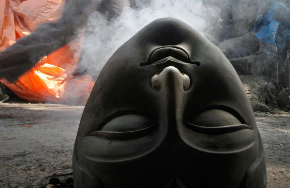 सभी देवताओं ने अपने तेज का एक-एक अंश दिया जिससे कि देवी रुपी कन्या ने शरीर धारण किया.