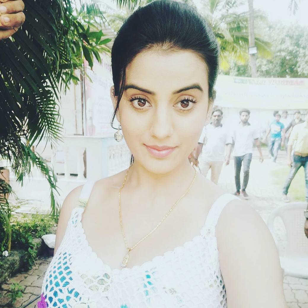 उनके जवाबों को सुनकर ऐसा लगता है कि अभिनेत्री अक्षरा सिंह को शादी से खुन्नस हो गई है. तभी तो जब कभी भी उनसे उनकी शादी के बारे में पूछा जाता है, वे इस सवाल से कन्नी काटती नजर आती हैं.