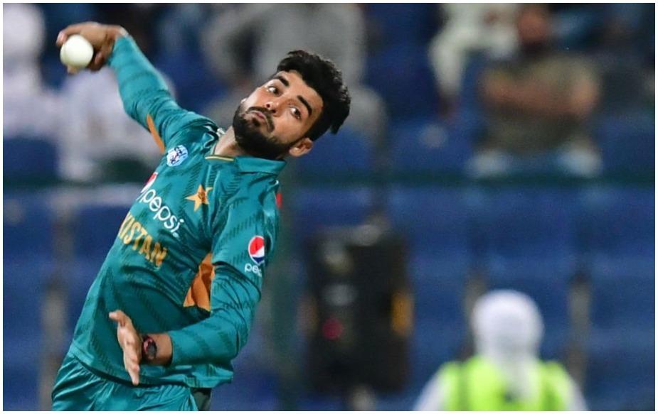 मेंस क्रिकेट की बात करें तो पाकिस्तान के शादाब खान 28 विकेट के साथ साल 2018 में सफल गेंदबाज़ हैं. पाकिस्तान के 20 साल के स्पिनर ने ये विकेट 19 मैचों में 17.42 के औसत से अपने नाम किए हैं.