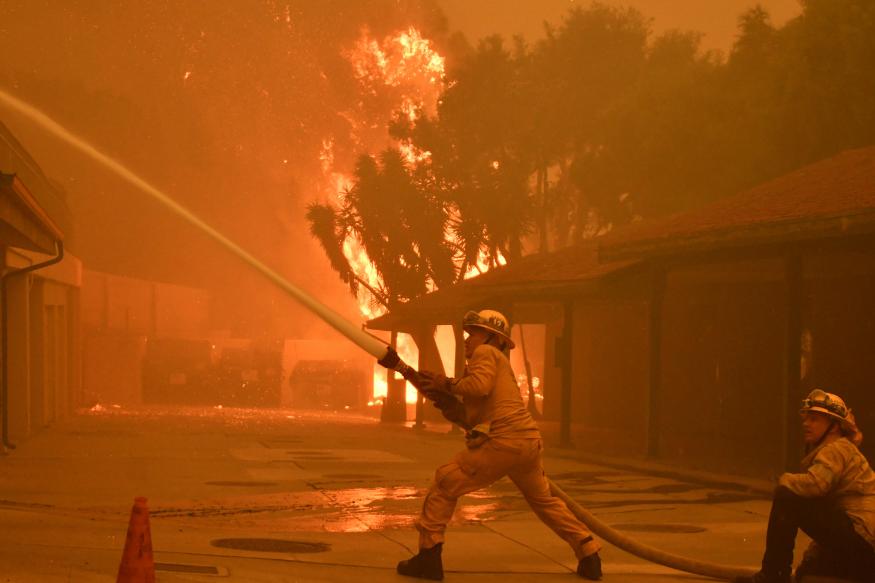 हालांकि अभी तक आग के कारणों का पता नहीं लग पाया है लेकिन पैसिफिक गैस एंड इलेक्ट्रिक कंपनी ने बताया पैराडाइज़ के पास से आग लगने के करीब 15 मिनट पहले बिजली चली गई थी. हवा के असर से आग पश्चिम में चिको शहर तक पहुंच गई जहां करीब 90 हज़ार लोगों की आबादी है.