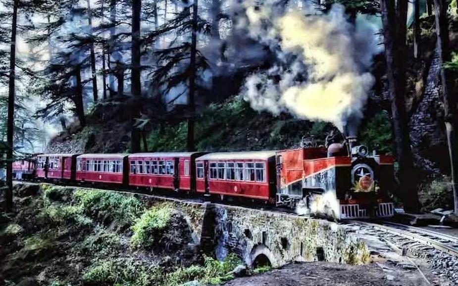 बता दें कि कालका-शिमला ट्रैक को यूनेस्को ने 2008 में वर्ल्ड हैरिटेज ट्रैक दर्जा दिया गया है. 1903 में इस ट्रैक पहली बार ट्रेन चली थी.