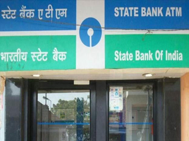 (2) इसके अलावा SBI 1 दिसंबर से पेंशन लोन और पर्सनल लोन पर प्रोसेसिंग फीस लेना शुरू कर देगा. आपको बता दें कि बैंक ने विशेष फेस्टिवल ऑफर के तहत लोन में प्रोसेसिंग फीस की छूट दी थी.