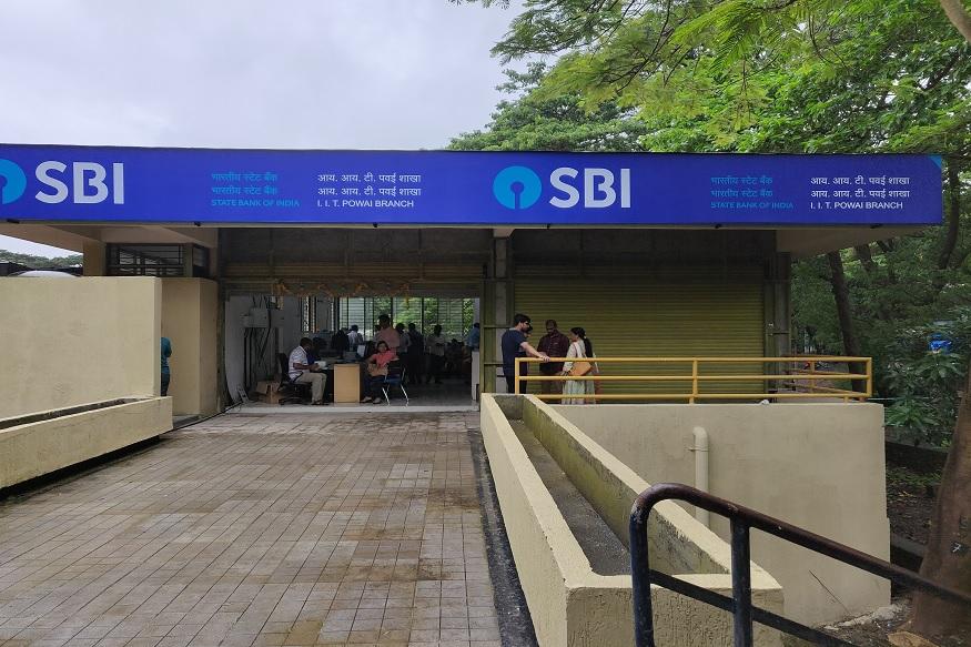 (1) SBI ग्राहकों को अपने बैंक में जाकर मोबाइल नंबर रजिस्टर करना होगा. अगर ऐसा नहीं करते तो एक दिसंबर से आपकी इंटरनेट बैंकिंग सर्विस बंद हो सकती है.