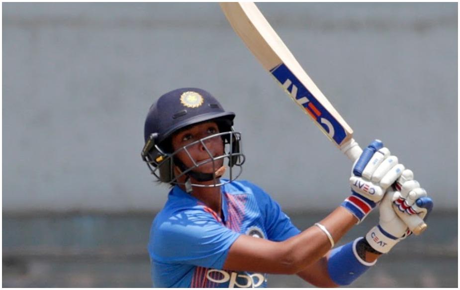 वेस्टइंडीज में खेल जा रहे वीमेंस वर्ल्ड टी20 में न्यूजीलैंड के खिलाफ भारत ने हरमनप्रीत कौर की कप्तानी पारी के दम पर 34 रन से शानदार जीत दर्ज की. उन्होंने 51 गेंदों पर 7 चौके और 8 छक्के की मदद से 103 रन की पारी खेली. इस दौरान कई रिकॉर्ड कौर और टीम इंडिया के नाम हो गए.