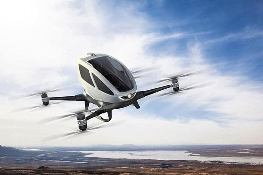 क्या है ड्रोन- डीजीसीए ने ड्रोन को एक मानव रहित विमान के रूप में परिभाषित किया है जिसे दूरी पर खड़े होकर चलाया जा सकता है. नीति में कहा गया है किु, ड्रोन के पायलट स्टेशन, कमांड और कंट्रोल लिंक और अन्य घटक पायलट एयरक्राफ्ट सिस्टम (आरपीएएस) बनाते हैं. इसके अलावा, सिविल एविएशन के अनुसार - नियम 15 ए और नियम 133 ए के तहत - सभी ड्रोन को एक विशिष्ट पहचान संख्या (यूआईएन), मानव रहित विमान ऑपरेटर परमिट (UAOP) की आवश्यकता होगी और अन्य परिचालन आवश्यकताओं का पालन भी करना होगा.