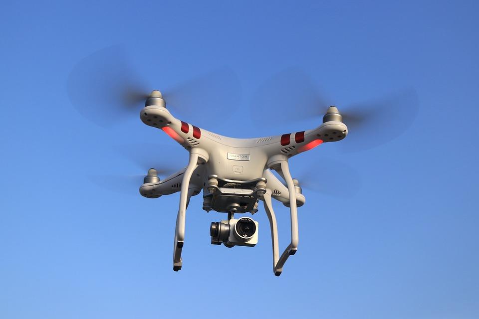 मानव रहित विमान ऑपरेटर परमिट (UAOP) क्या है-सिविल ड्रोन के ऑपरेटरों को डीजीसीए से परमिट लेना होगा. इसके लिए अपवाद हैं: i) अनियंत्रित एयरस्पेस / परिसर में 50 फीट (15 मीटर) से नीचे नैनो आरपीए ऑपरेटिंग. ii) अनियंत्रित एयरस्पेस / परिसर में 200 फीट (60 मीटर) से नीचे माइक्रो आरपीए ऑपरेटिंग - लेकिन 24 घंटे पहले स्थानीय पुलिस को सूचित करने की आवश्यकता होगी. iii) एनपीआरओ, एआरसी और केंद्रीय खुफिया एजेंसियों द्वारा स्वामित्व और संचालित आरपीए लेकिन स्थानीय पुलिस को सूचित करने के बाद ही इस्तेमाल कर सकते हैं.