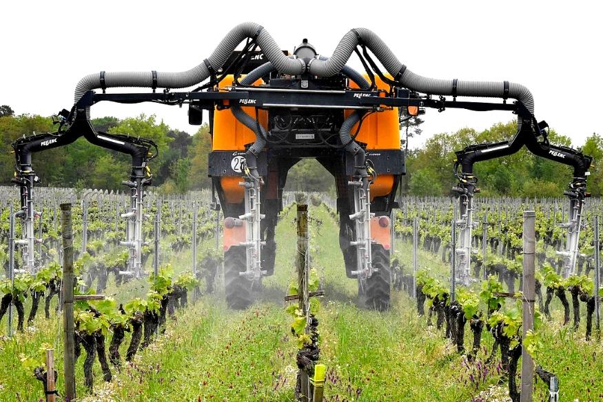 किसान- खेती में ज्यादातर ऐसा काम होता है कि हम सभी को पता है कि आराम से रोबोट इसे इंसानों से ज्यादा आसानी से कर सकते हैं. बल्कि इतना ही नहीं जमीन का निरीक्षण, ट्रैक्टर चलाना, कटाई करना और जुताई करना ऐसे ही काम हैं.