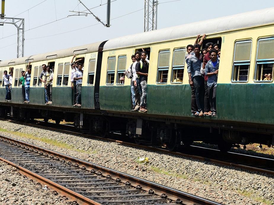 ट्रेन से सफर करनाबेहद किफायती और काफी आरामदेह होता है, लेकिन मुश्किलें तब बढ़ जाती हैं जब आपको अनचाही परेशानी धर लेती है. ऐसे में नियम नहीं जानने के कारण आप बड़ा नुकसान कर बैठते हैं. इसीलिए आज हम आपकी मुश्किलों को आसान करने के लिए ट्रेन टिकट से जुड़ी कई अहम जानकारियां दे रहे हैं. अगर आप गलती से टिकट घर पर भूल गए या फिर रिजर्वेशन टिकट खो जाए हो तो क्या करें या फिर आपकी ट्रेन छूट गई तो क्या आपके टिकट के पैसे डूब गए या फिर आपकी टिकट जिस स्टेशन तक की है और अचानक आपको सफर के दौरान उससे आगे जाना हो तो क्या करें? इन सब बातों को लेकर रेलवे में नियम बने हुए हैं. आज हम आपको उन्हीं के बारे में बता रहे हैं...